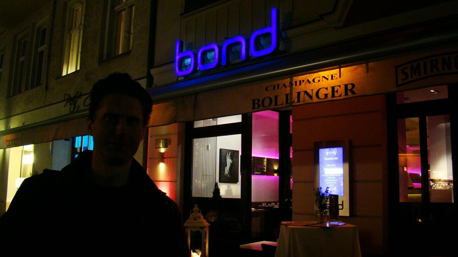 007 travelers 007 theme restaurant bond berlin germany. Black Bedroom Furniture Sets. Home Design Ideas