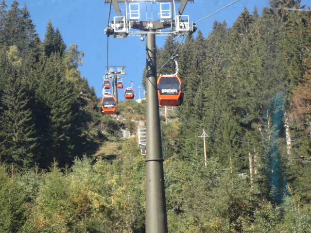 Cablecars descending at Stubnerkogelbahn, Bad Gastein in Austria