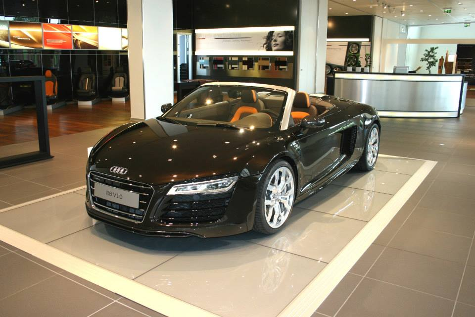 Audi+R8+V10+Spyder+in+Marron+Black+3.jpg