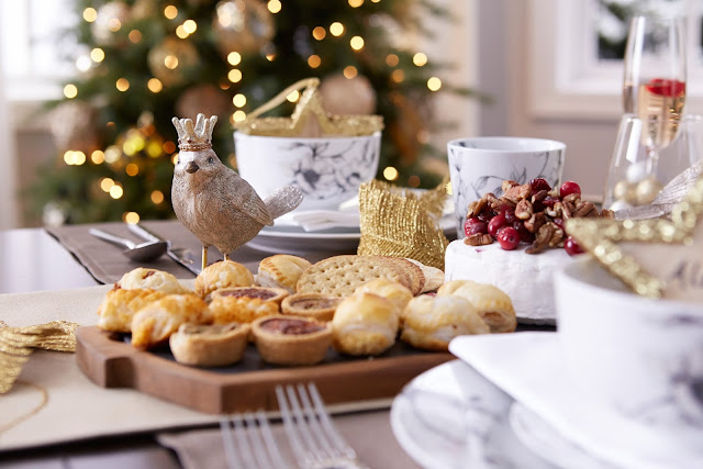 Christmas brunch table setting | CANVAS Christmas Collection | RamblingRenovators.ca