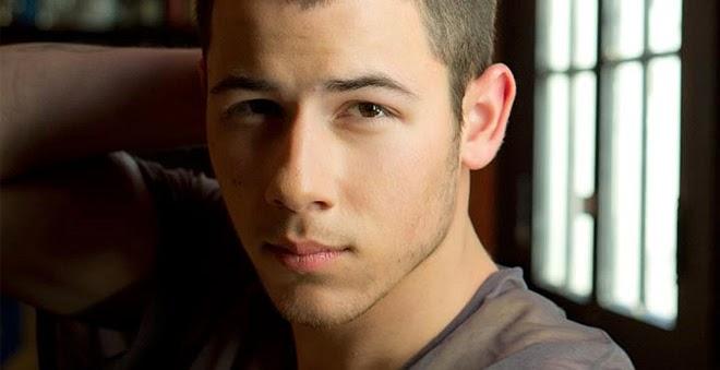 "Nick Jonas lança clipe de ""Chains"", assista"