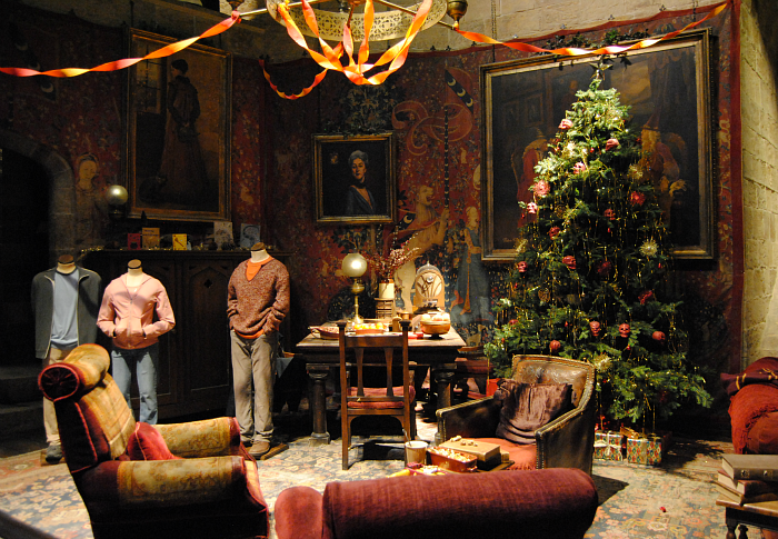 Hogwarts Gryffindor Common Room at Christmas | Harry Potter Studio Tour