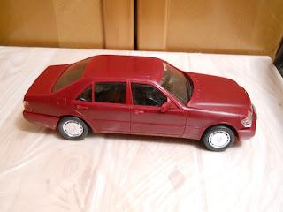 maqueta del Mercedes-Benz 600 SEL marca lee