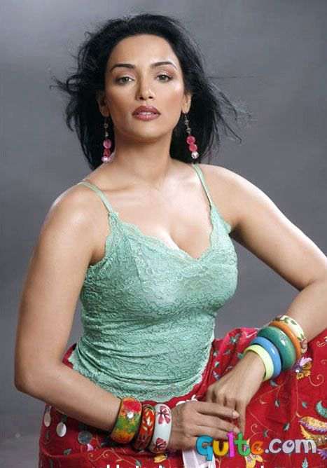 Shweta Menon - Shweta Menon Hot Photo Gallery