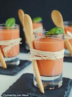 Chupito de crema fría de tomate y albahaca