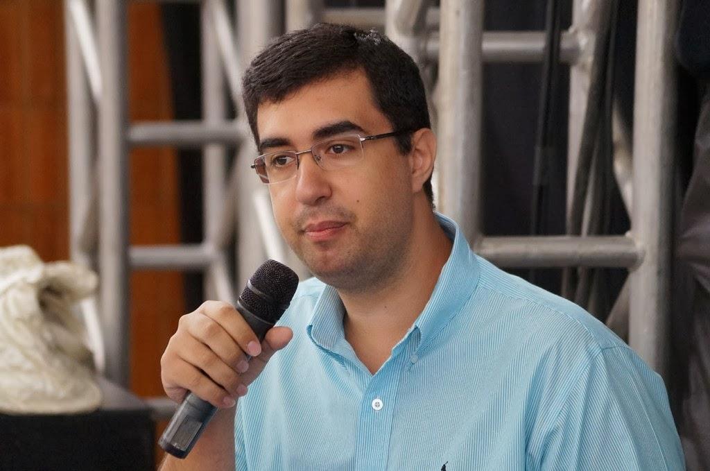 O secretário Municipal de Educação, professor Leonardo Vasconcellos, abre a Jornada instigando à reflexão