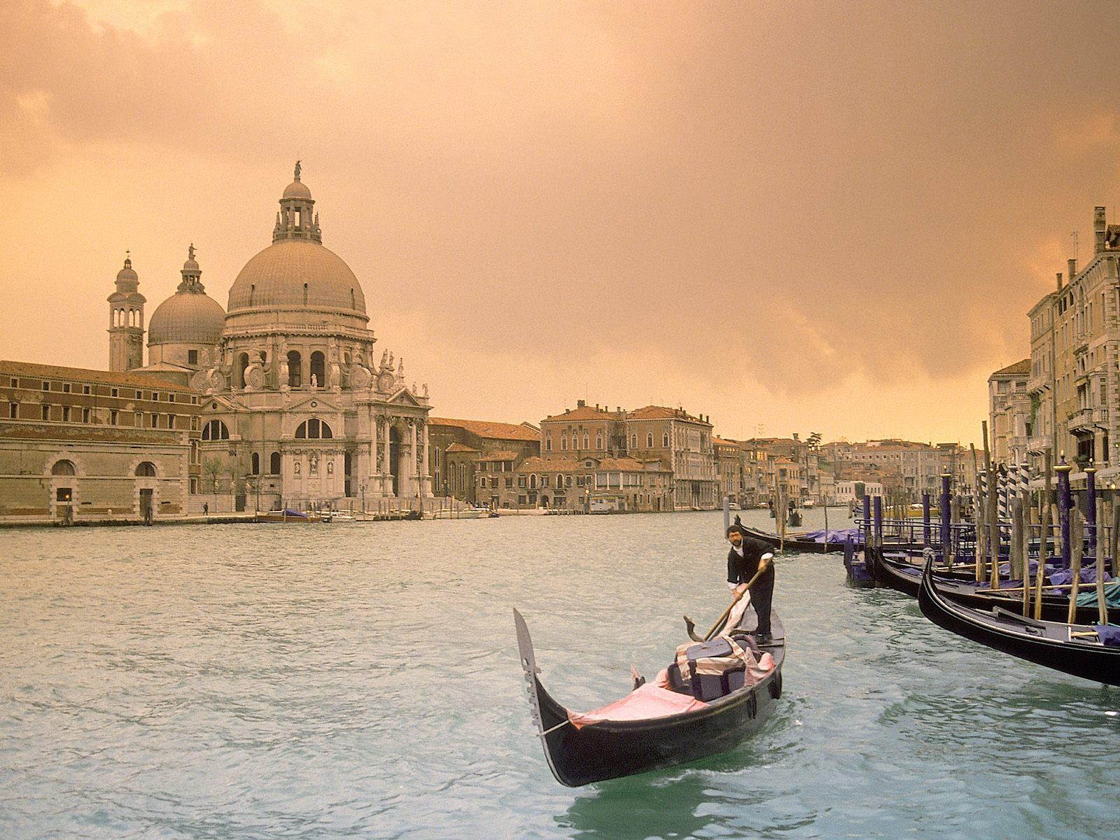 http://3.bp.blogspot.com/-Yyl5ze4-lt4/Tcp4pv2xLuI/AAAAAAAACX8/T_CwMb1fZcc/s1600/Sunset+Over+Grand+Canal%252C+Venice%252C+Italy.jpg