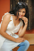 Shweta glam photos stills-thumbnail-10