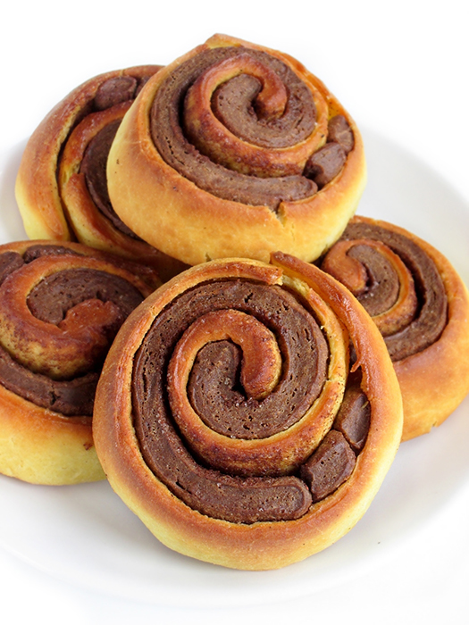 Vanilla chocolate cinnamon rolls tinascookings.blogspot.com original