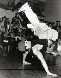 El término Break Dance fue impuesto por los medios de comunicación al baile conocido como B-Boying...