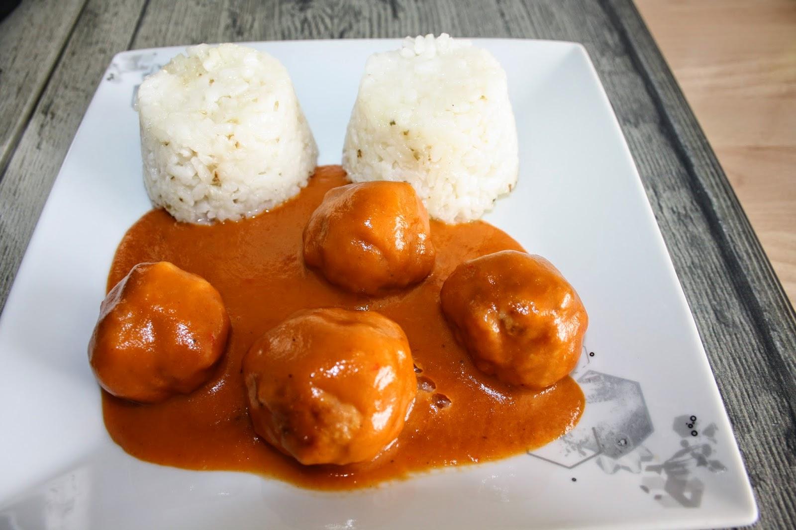 Alb ndigas con salsa de tomate al ron con guarnici n de - Guarnicion para albondigas ...