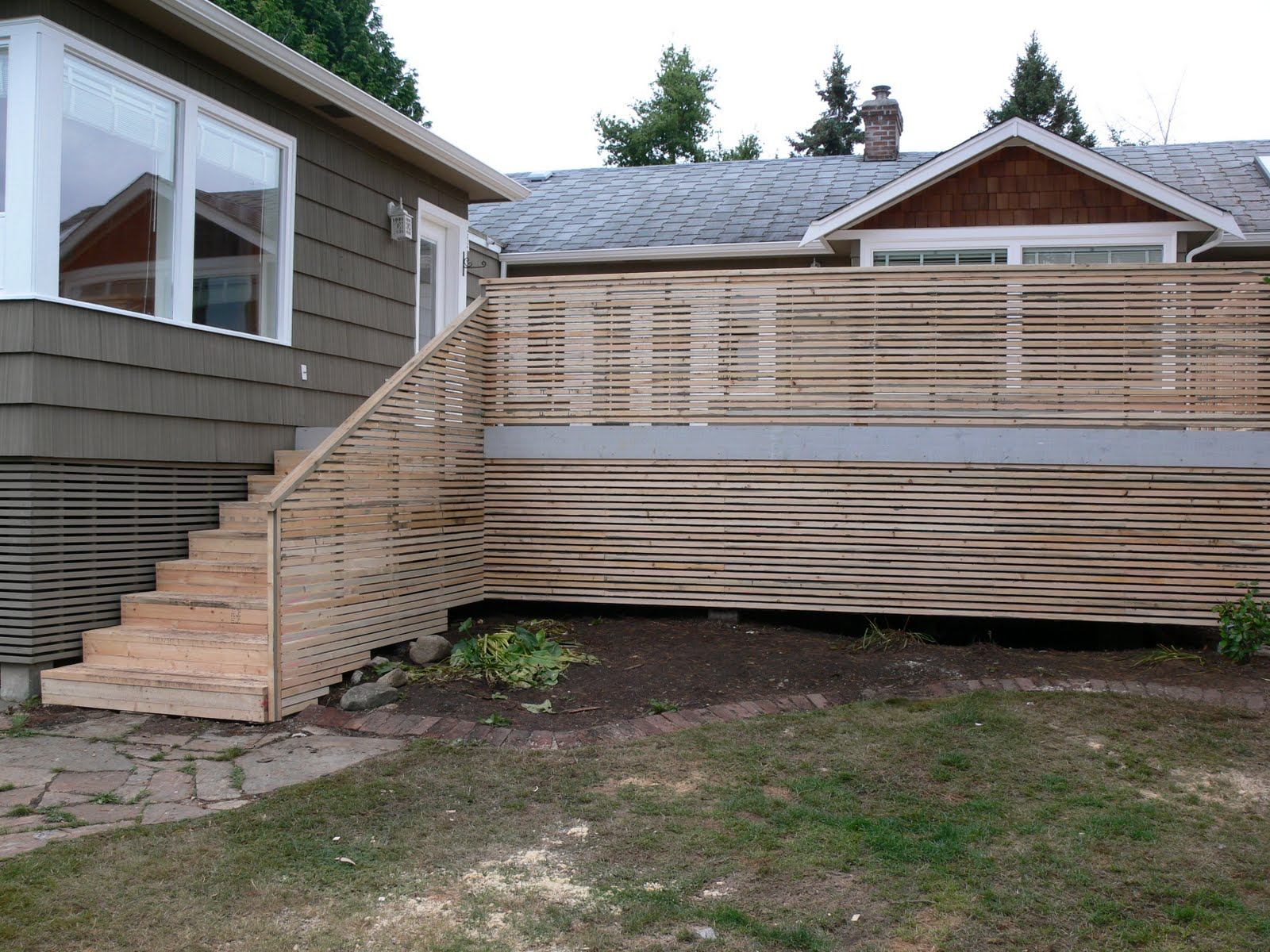 how to build enclosed deck stairs