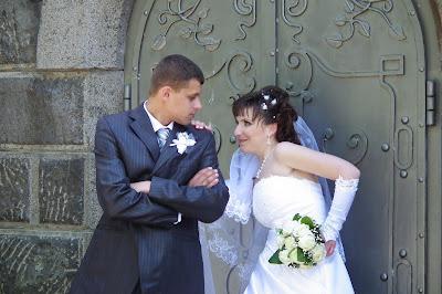Свадебное фото: муж голова, но жена ее шея и знает как ее повернуть
