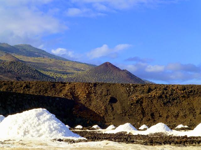 Vista del paisaje que rodea las Salinas de Fuencaliente en La Palma