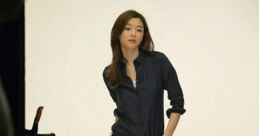 Jun Ji Hyun shows off perfect body figure even in non-photoshop photos