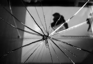 المرآة المتحطمة  Broken+mirror
