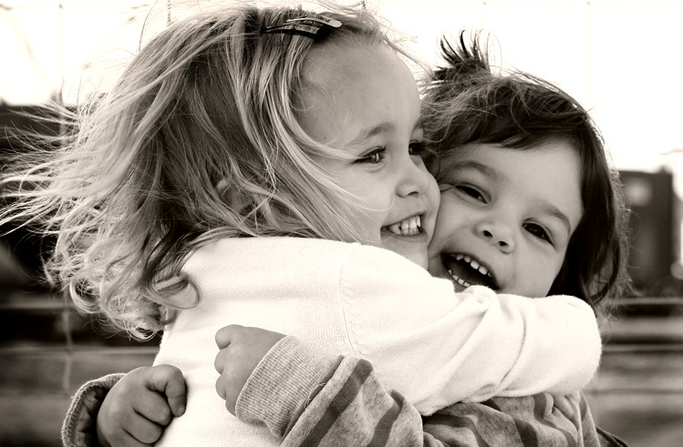 Imágenes de gente abrazandose - Imagui