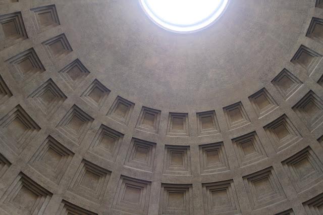 Fachada delantera del Panteón
