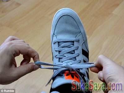 Cara Mengikat Tali Sepatu