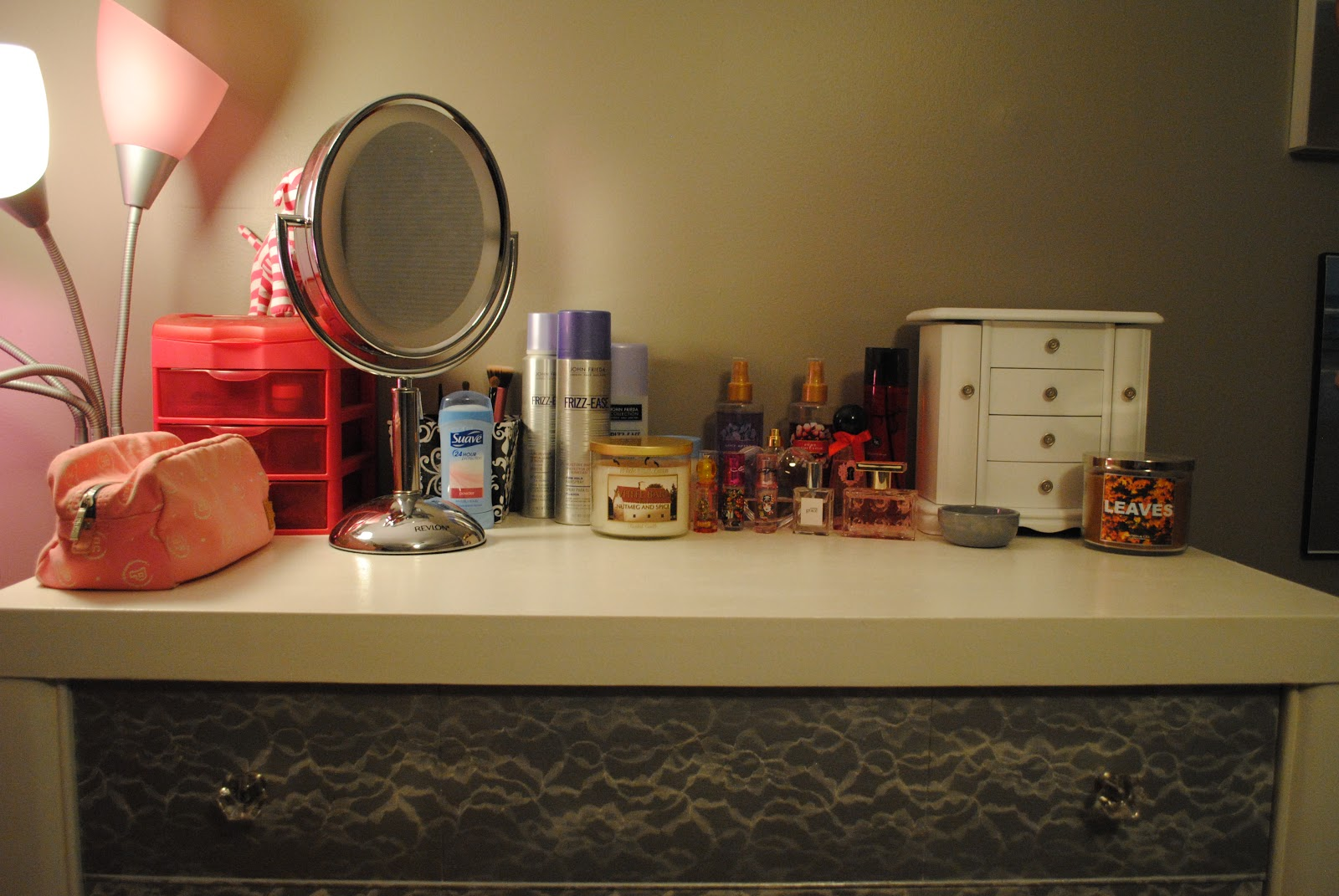 Jan 20,  · An organized dresser top is not only more functional, but it can also reflect your personality and style. Clean and Downsize Start a dresser makeover by clearing everything off the top.