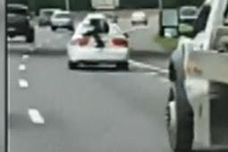 Pria Terekam Bergelantungan di Mobil Berkecepatan Tinggi