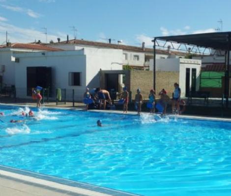 Las piscinas p blicas abren ya este domingo dos hermanas for Piscina cubierta dos hermanas