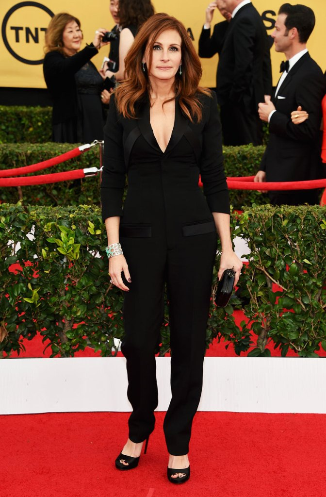 Julia Roberts in Givenchy, SAG Awards 2015, Best dressed, Trending, Red carpet divas, Fashion, Fashion divas, Style statement, Award shows, Red Carpet fashion, Emma Stone, Red alice rao, redalicerao, Fashion blog, Leading fashion blog, Pakistan
