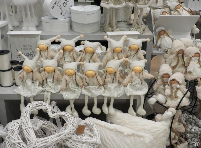 valkoisia joulukoristeita