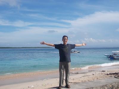 Di Pantai Desa Toyapakeh, Nusa Penida, Bali