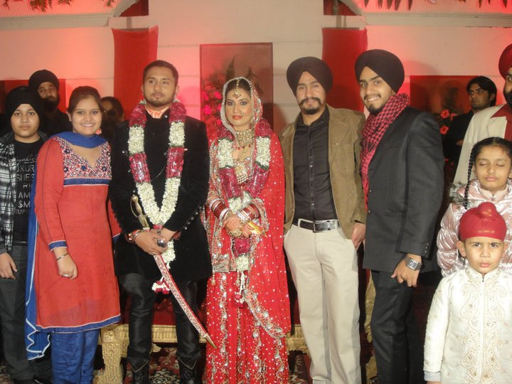 Diljit Dosanjh Wife http://punjabsingerlist.blogspot.com/2012/01/honey-singh-biography-image.html