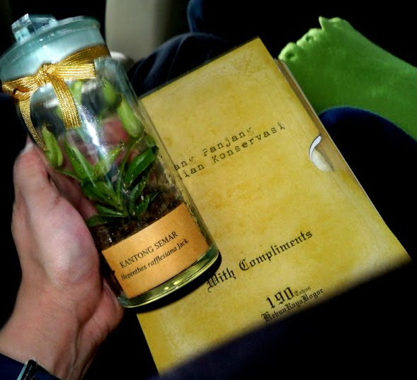 Nephentes, Pelantikan Ikang Fawzi Menjadi DUTA LIPI untuk Kebun Raya, Prof. Dr. Umar Anggoro