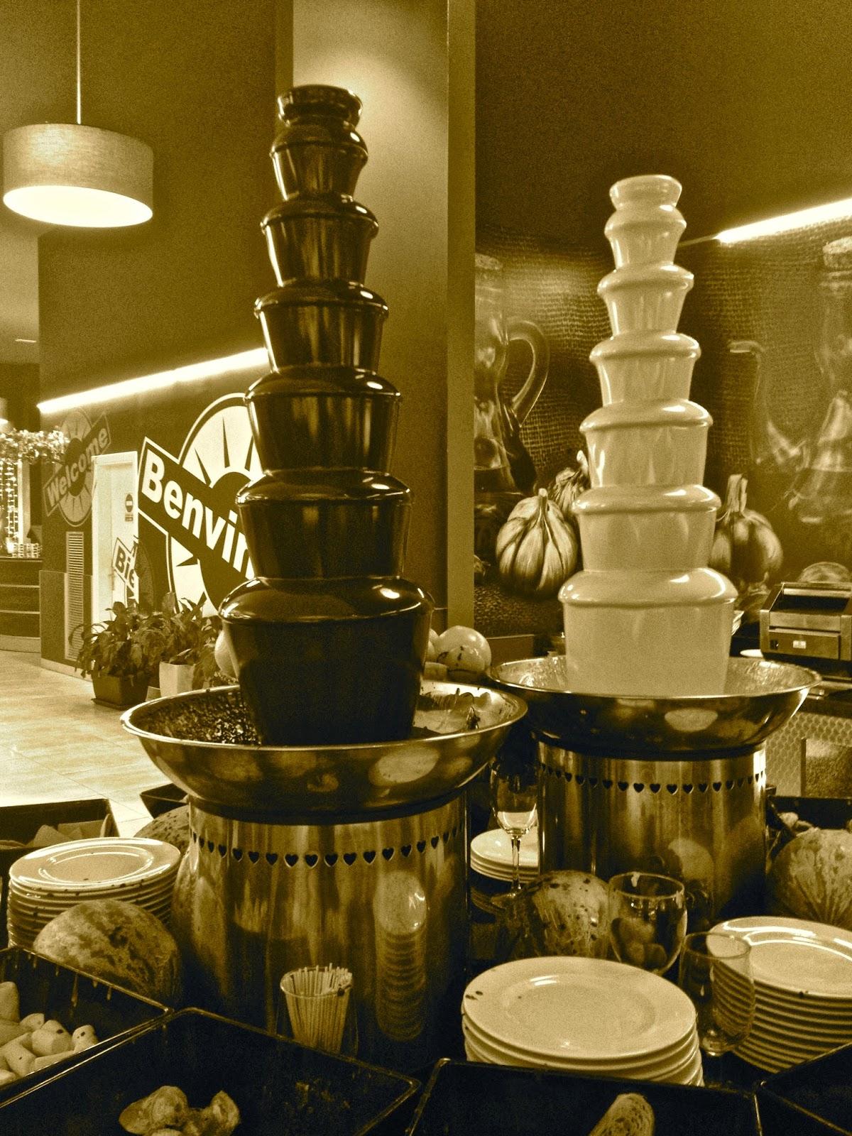 Fonts de chocolata blanca i negra al Gran Buffet Lliure Sol de Salt