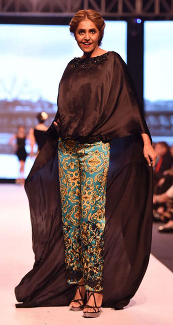 Aamna Aqeel, Black on Fire, FPWAW14, Winter fashion, Monochromatic Fashion, Black and white clothes, Pakistan Fashion, Luxury pret, resort collection, Decorative motifs, Glamor fashion, classy fashion, Embroidery, Bohemian fashion, Rich, Fashion Pakistan, Fashion Blog, red alice rao, redalicerao