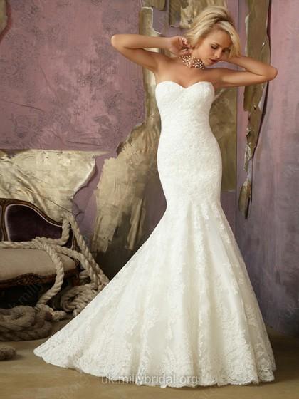 abito da sposa con taglio a sirena