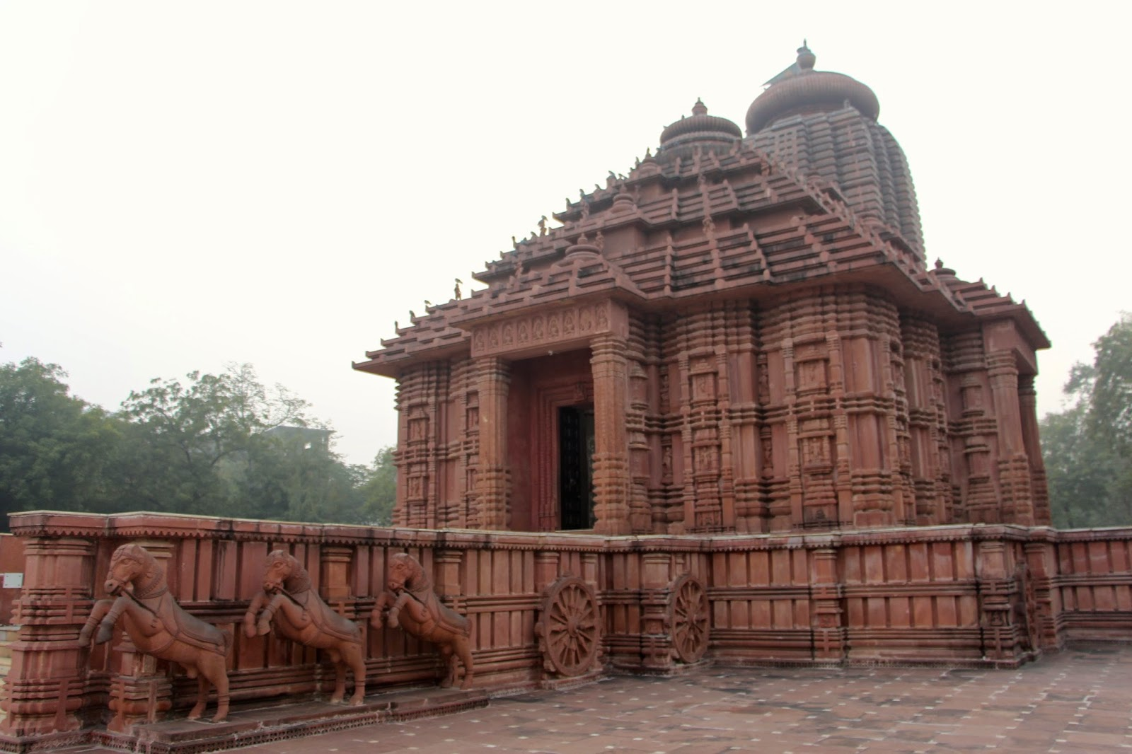 Sridhar peddisettys space incredible india temples in gwalior referring wiki saas bahu ka mandir mother in law daughter in laws temple or sahastrabahu temple is located to the east of gwalior fort xflitez Gallery