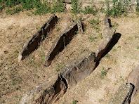 Detall de les lloses funeràries