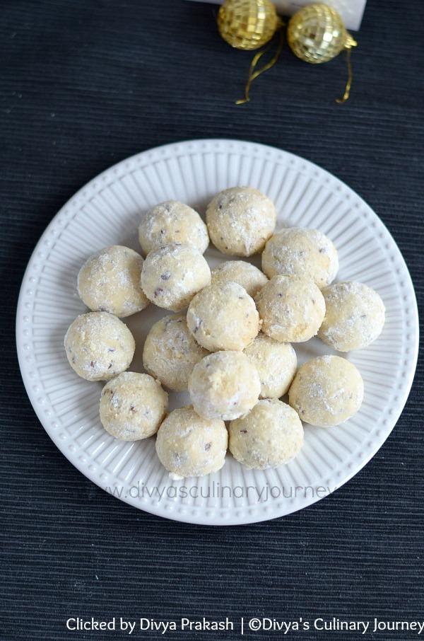 snowballs, snowball cookies, pecan butterballs, cookies