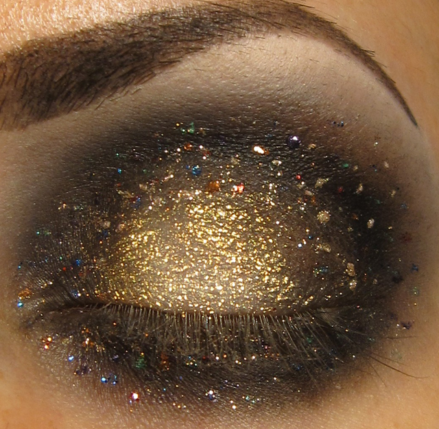 Glitter is my crack...: GALAXY eye makeup look