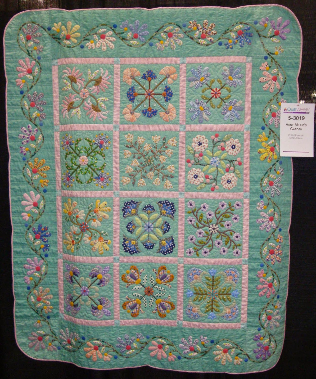 FABRIC THERAPY: 2014 AQS Grand Rapids Quilt Show...Part TWO : grand rapids quilt show - Adamdwight.com