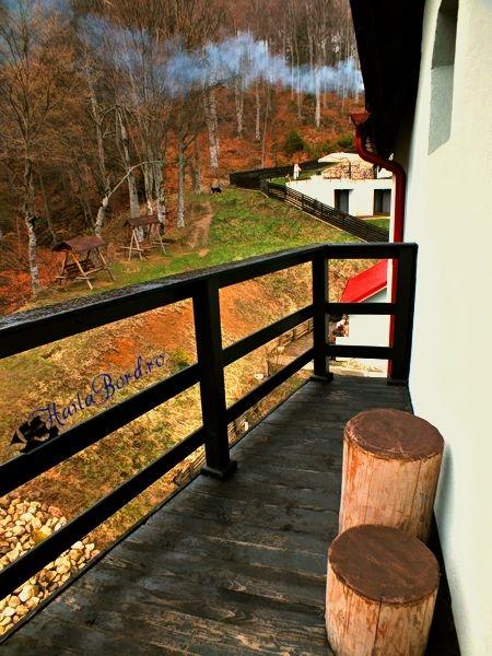 balcon pensiune verde crud cheisoara