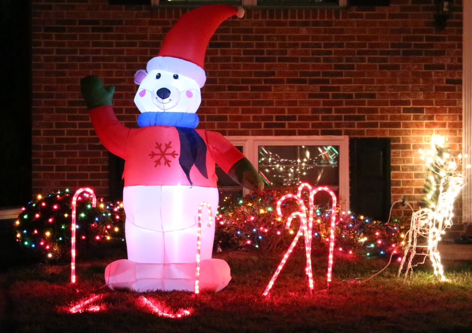 Inflatable snow bear decoration