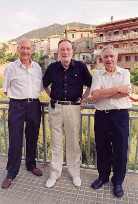 Los ajedrecistas veteranos Llorenç Canut Capdevila, Joan Barnola Espelt y General Soler Soler en La Pobla de Lillet en 2007