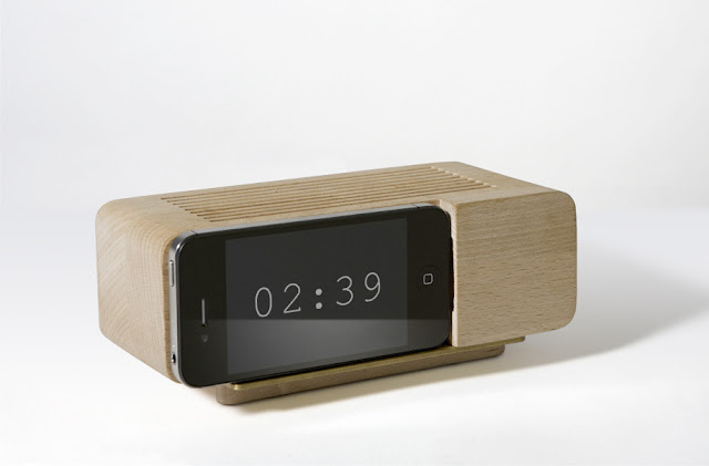 {Design} Iphone Alarm Dock by Jonas Damon