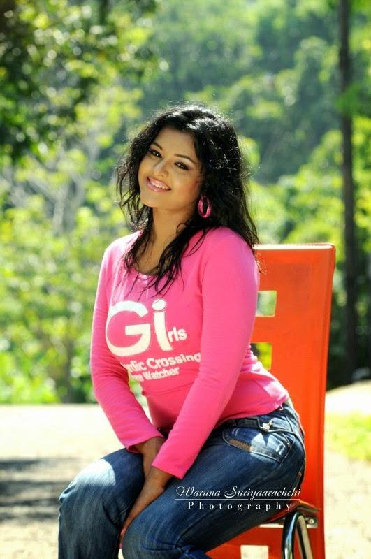 Oshadi Hewamadduma pink