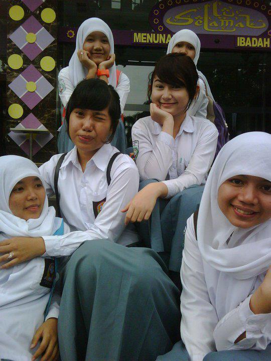 Foto Siswi SMA Berjilbab Cantik