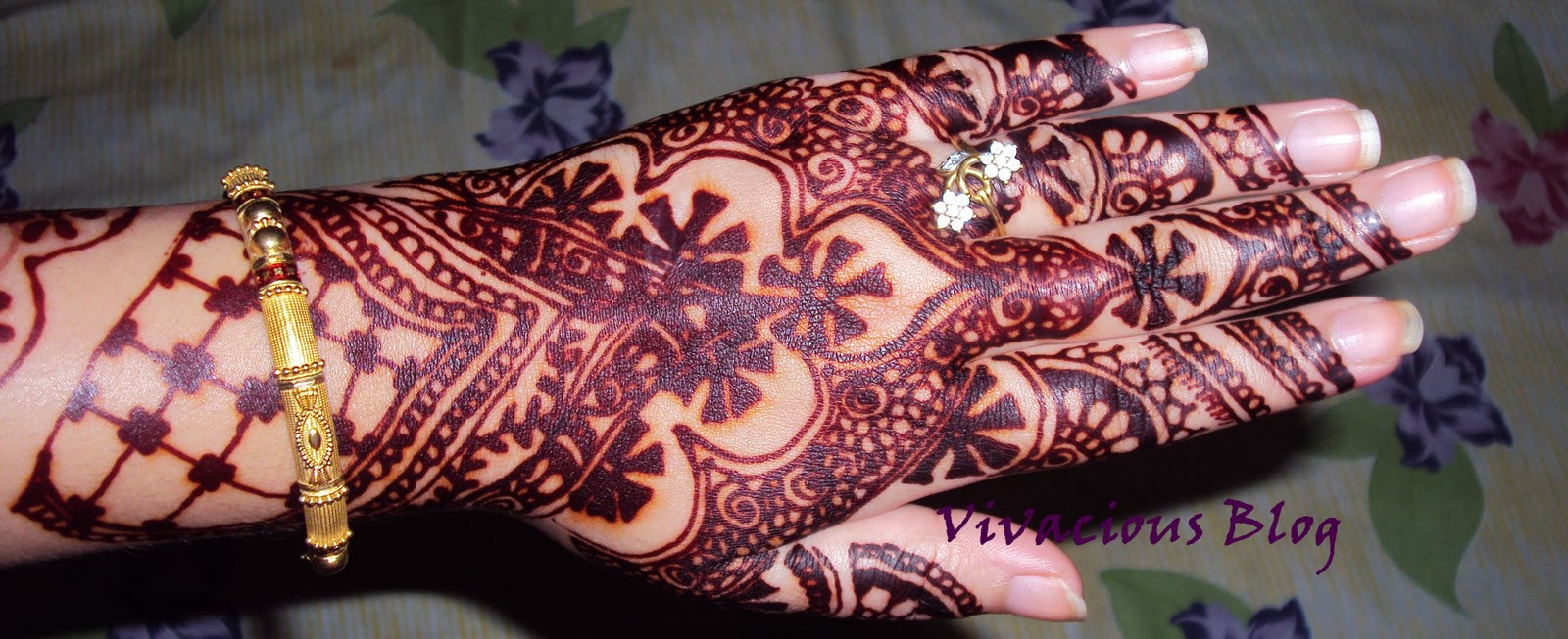 Red Mehndi Tattoo : Vivacious experiment with red mehndi