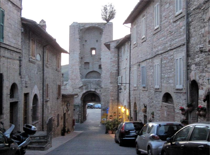 Peace of tau walking around mount subasio - Porta san giacomo assisi ...