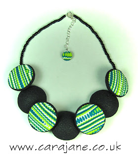reversible lentil necklace green, teal and white ripple pattern