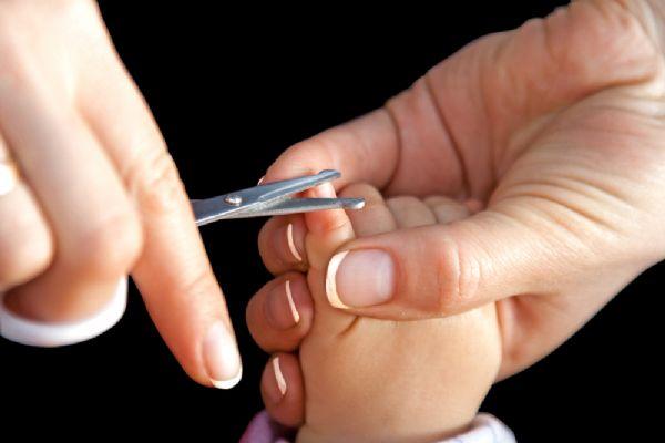 Ребенок поцарапал сам себя ногтями 4