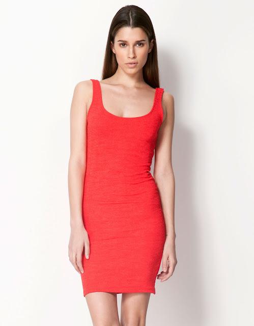 kırmızı yuvarlak yaka dar kesim elbise